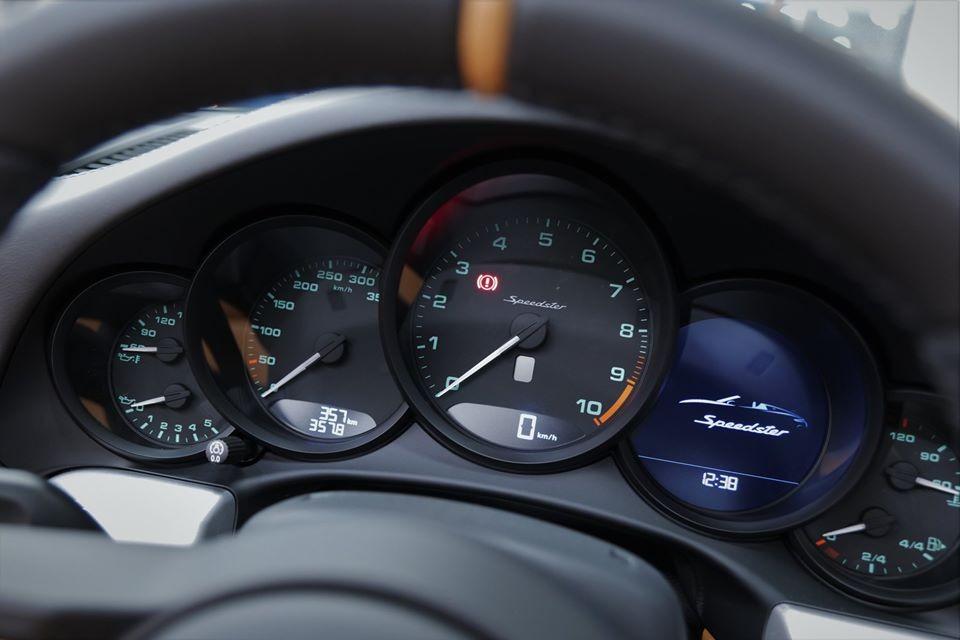 Theo đó, Porsche 911 Speedster 2020 được trang bị động cơ xăng Boxer 6 xi-lanh, hút khí tự nhiên, dung tích 4.0 lít với công suất tối đa 503 mã lực và mô-men xoắn cực đại 470 Nm.