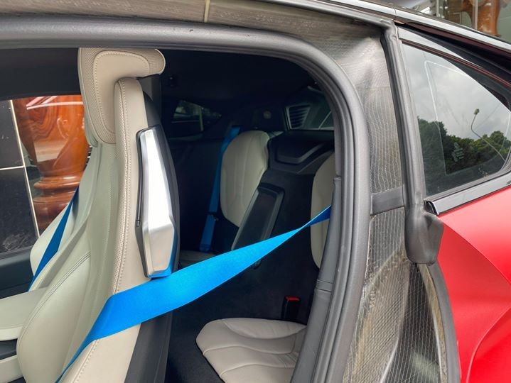 BMW i8 có thêm 2 hàng ghế sau nhưng chỉ phù hợp dành cho trẻ em