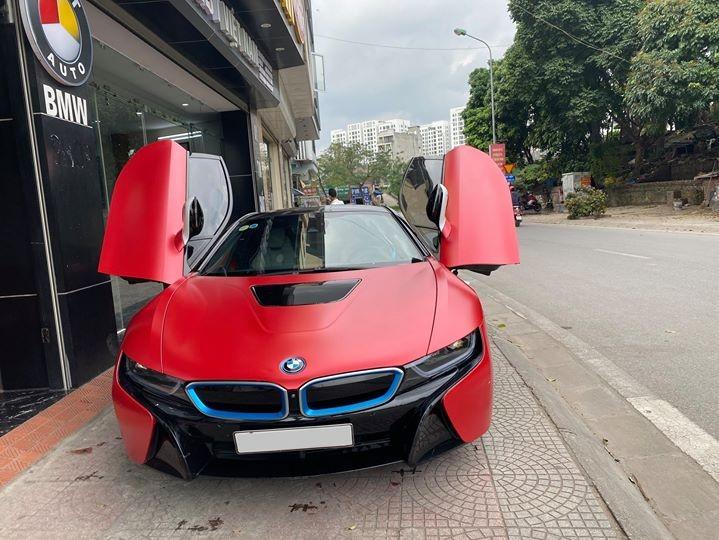 Chiếc BMW i8 đang được rao bán 3,8 tỷ đồng