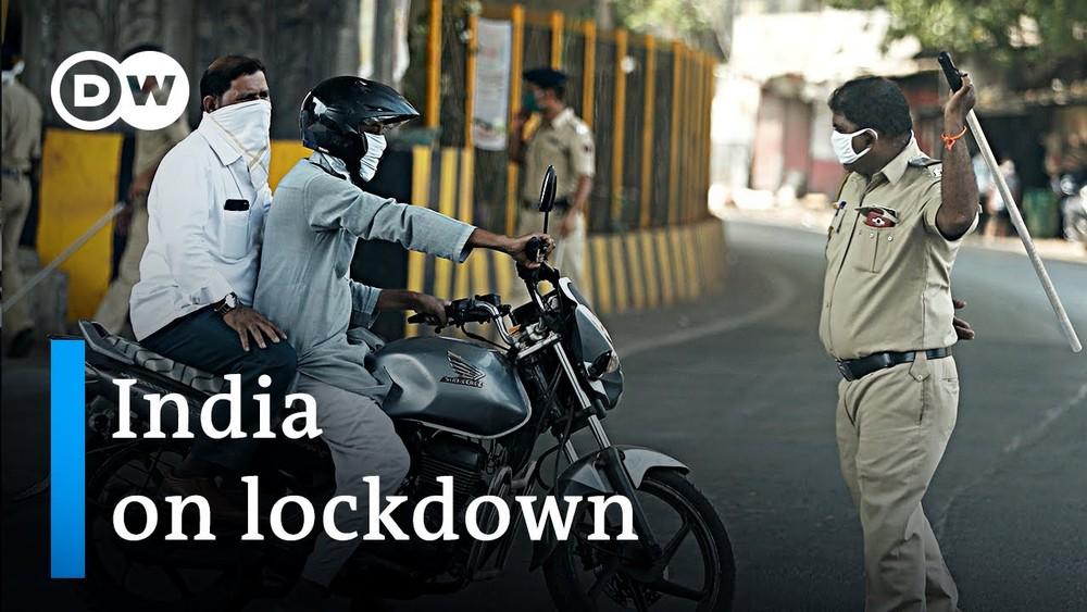 Nhiều người dân vẫn ra đường bất chấp lệnh phong toả thành phố vì dịch Covid-19 của Thủ tướng Narendra Modi