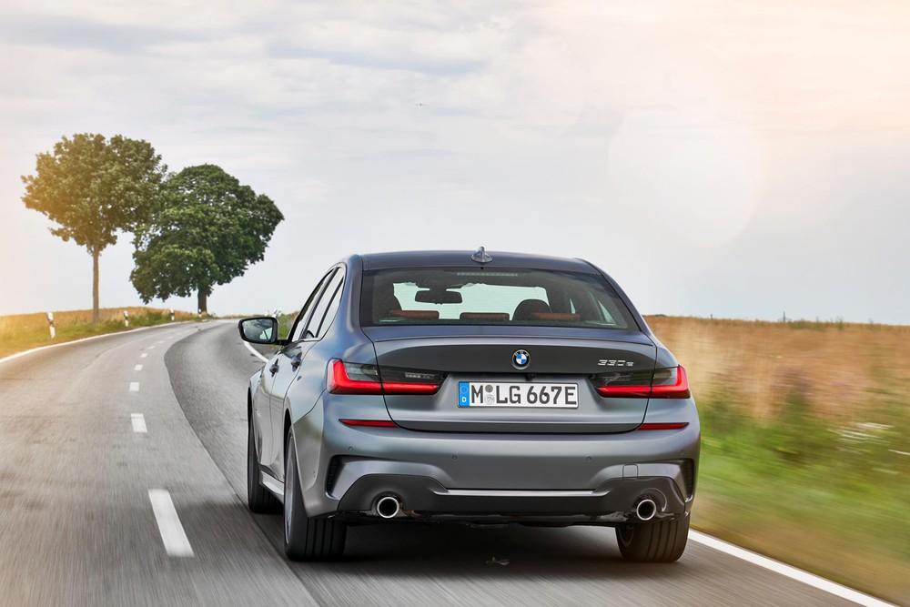 BMW 330e 2021 sở hữu công suất tối đa 288 mã lực