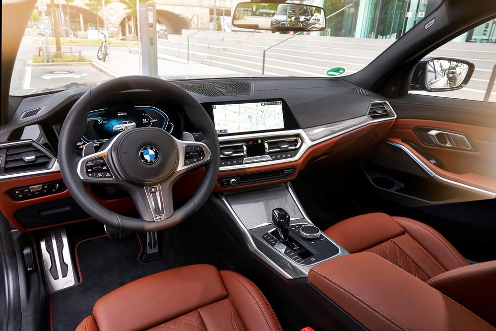 Nội thất bên trong BMW 330e 2021a