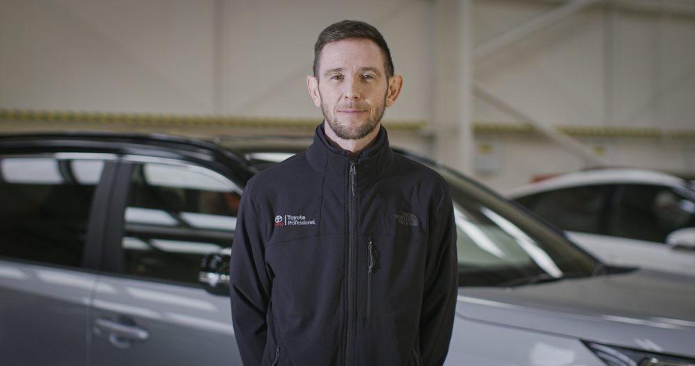 Anh Ben Murphy - chuyên gia chăm sóc ô tô của Toyota chi nhánh Anh quốc