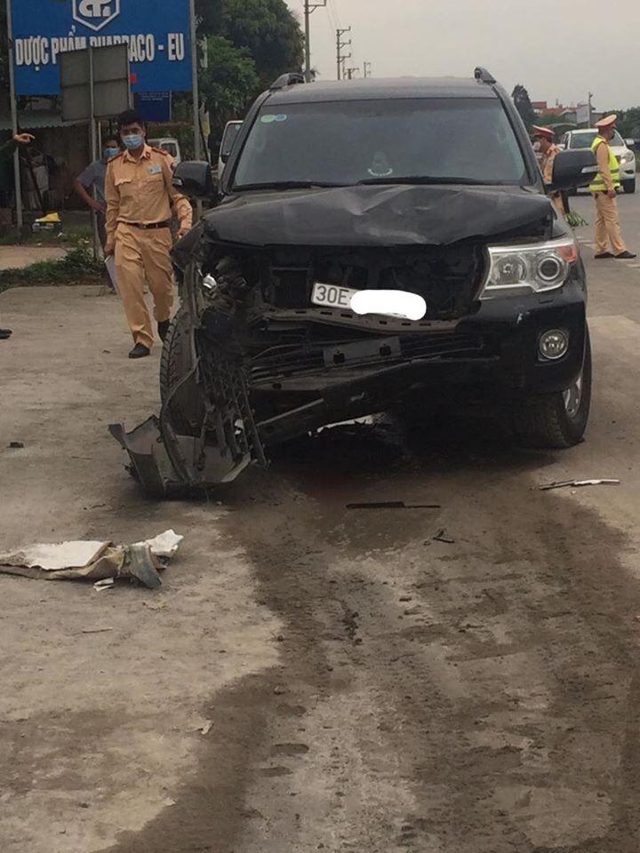 Chiếc Toyota Land Cruiser vỡ nát đầu xe