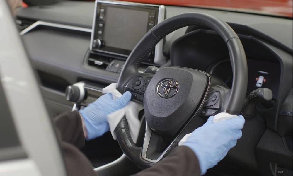 Vệ sinh ô tô thường xuyên là một cách hữu hiệu để phòng chống dịch Covid-19