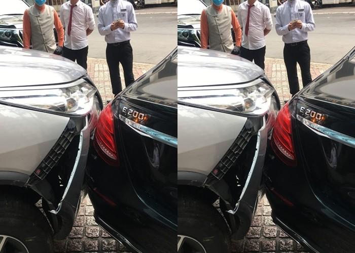Chiếc Toyota Fortuner bung một góc dàn áo của xe trong khi đèn hậu của xe Mercedes-Benz E200 không bị thiệt hại gì đáng kể