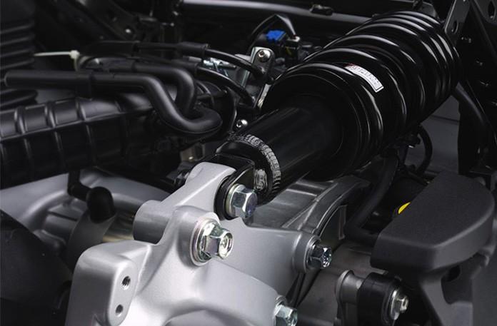 Xe sử dụng giảm xóc đơn phía sau thay vì giảm xóc lò xo đôi