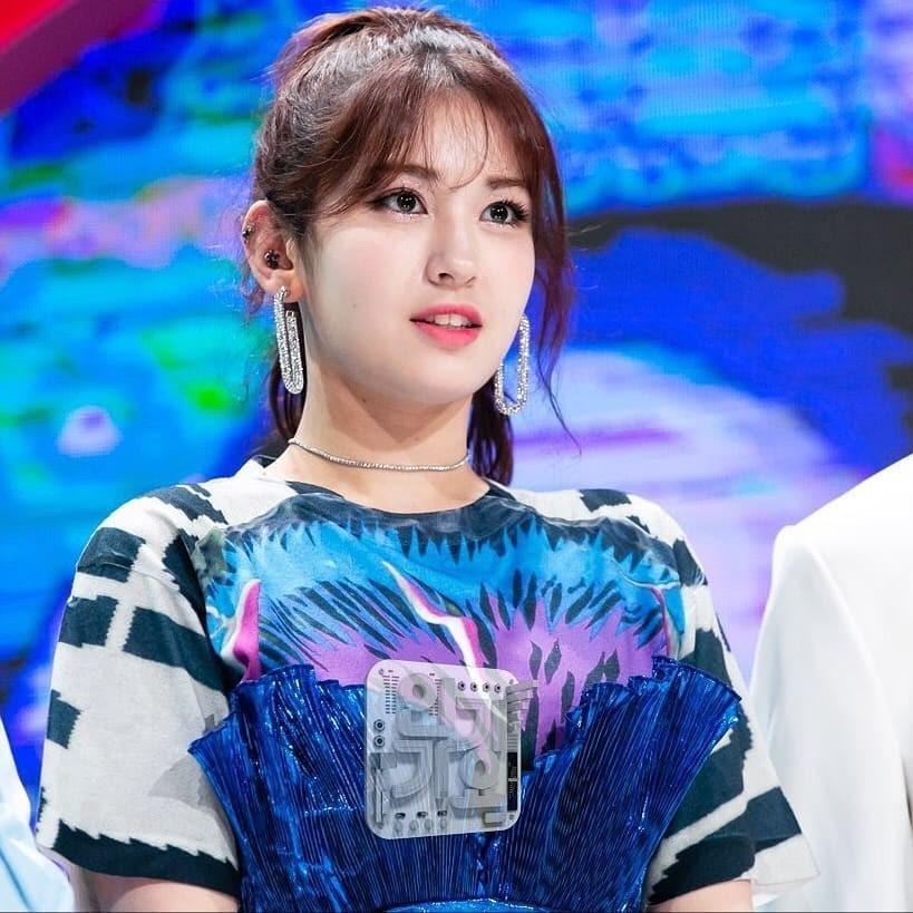 Jeon Somi - bông hồng lai mang hai dòng máu Canada và Hàn Quốc