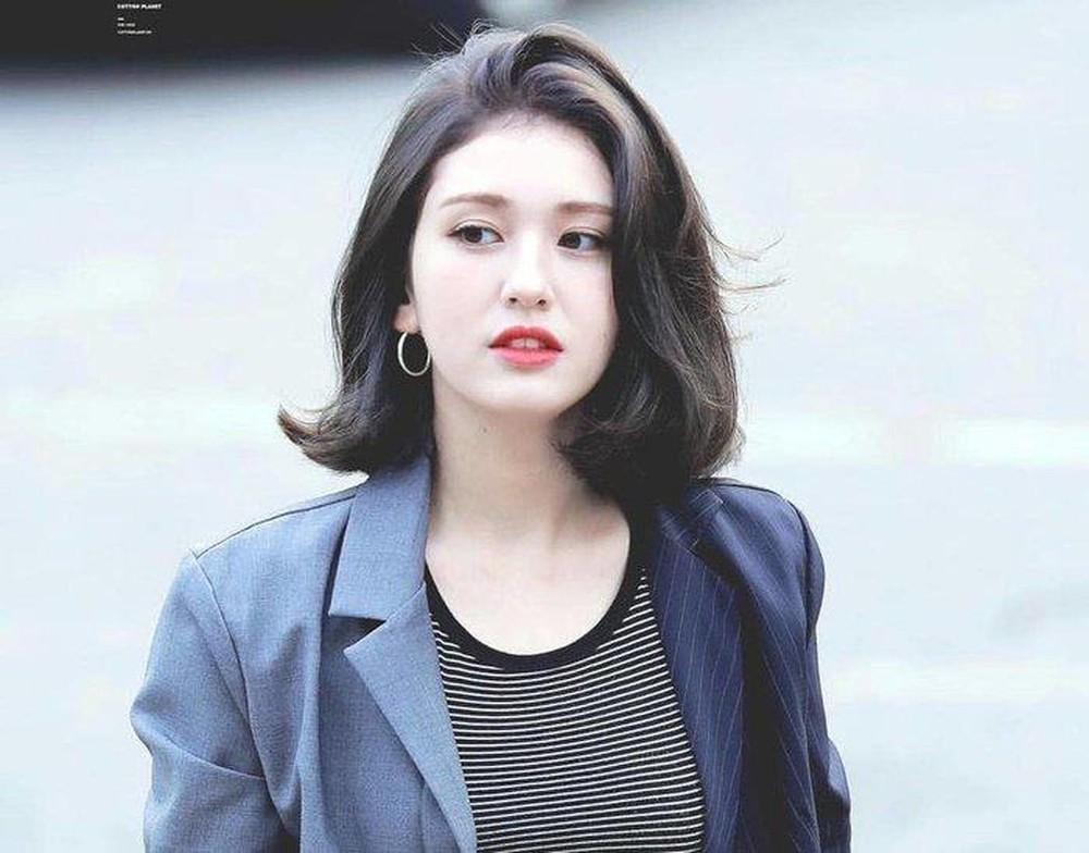 Jeon Somi là một trong những thần tượng nhỏ tuổi nhất từng ra mắt tại Hàn Quốc