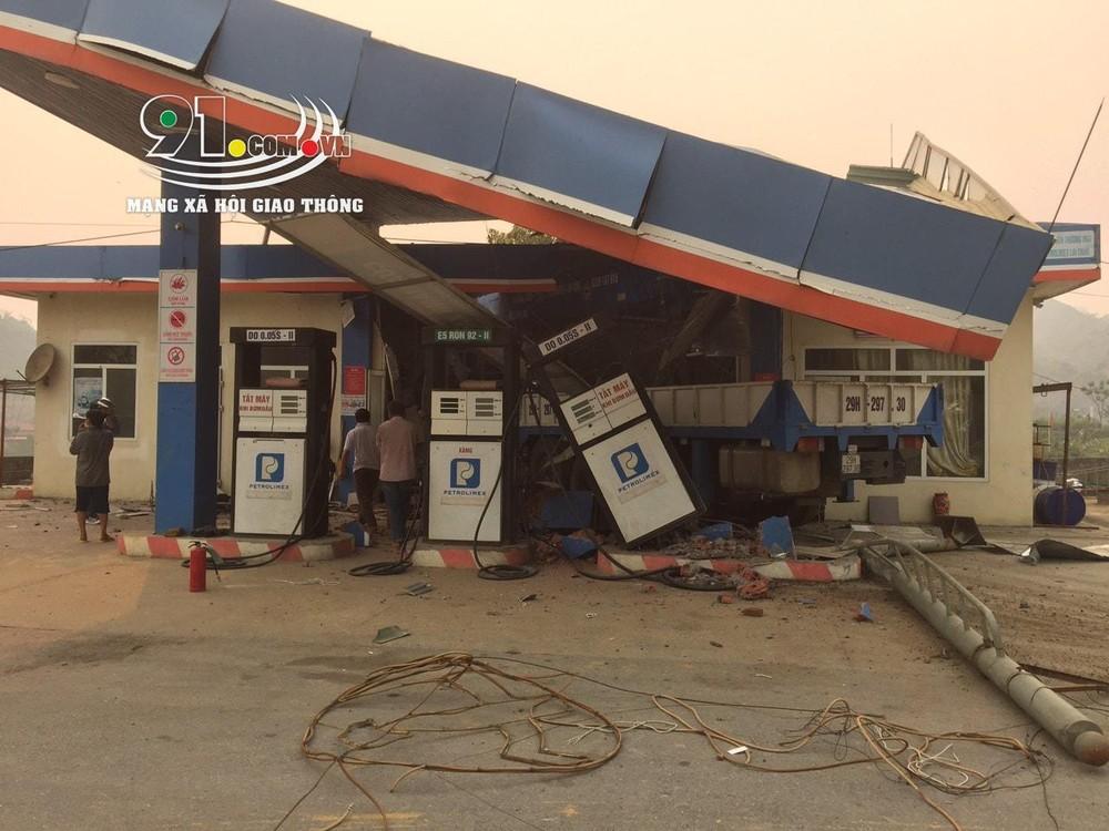 Vụ tai nạn đã khiến 1 người tử vong và 4 người bị thương nặng