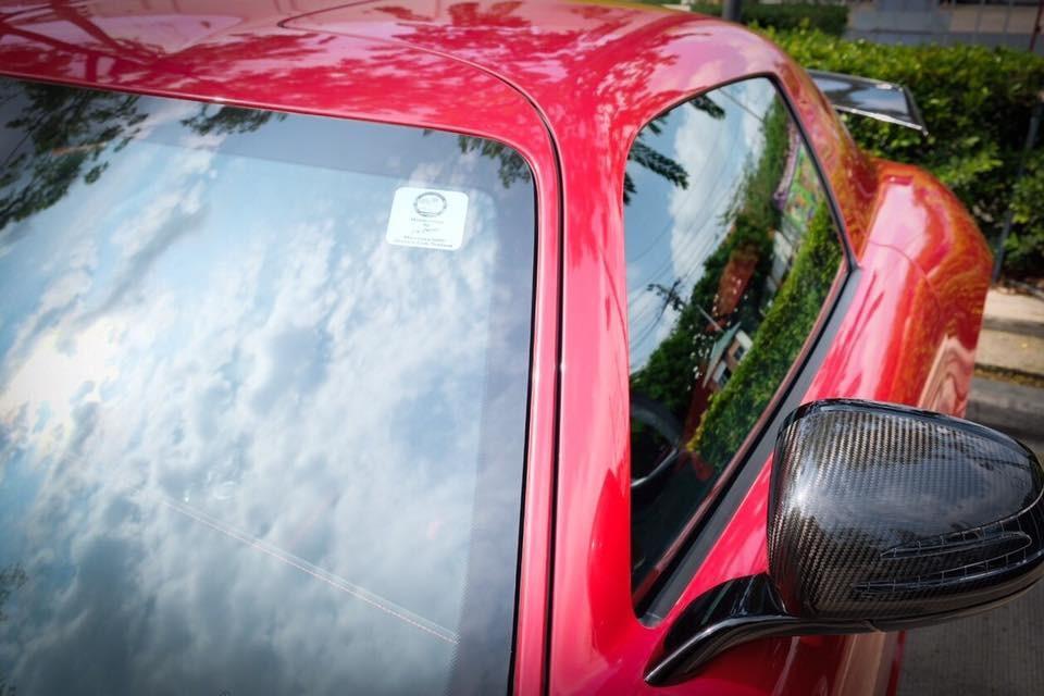 Với trọng lượng 1.550 kg, SLS AMG Black Series đã giảm khoảng 70 kg so với SLS AMG GT nhờ việc nâng cấp hệ thống phanh, sử dụng vật liệu CFRP hay hệ thống xả bằng titan. Thậm chí, pin thông thường cũng được thay bằng pin Li-ion.