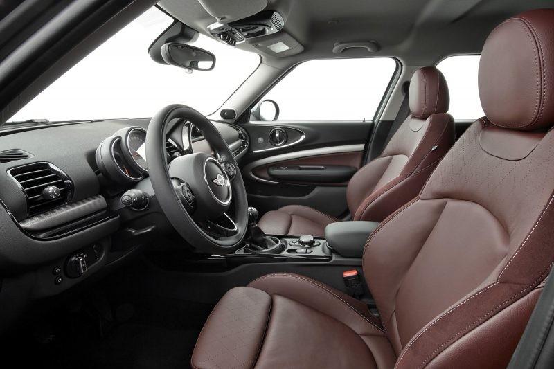 Xe Mini Clubman S có 5 chỗ ngồi nhưng lại có đến 6 cửa xe