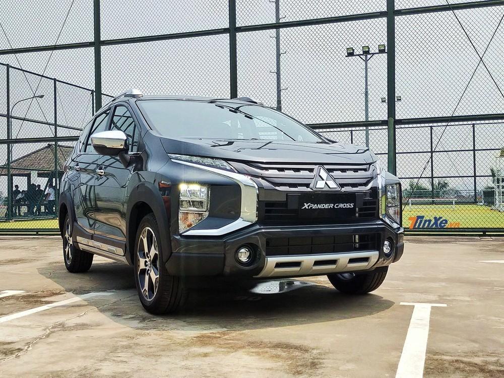 Đối thủ trực tiếp của Suzuki XL7 là Mitsubishi Xpander Cross cũng đang rục rịch ra mắt Việt Nam với giá dự kiến khoảng 680 triệu đồng
