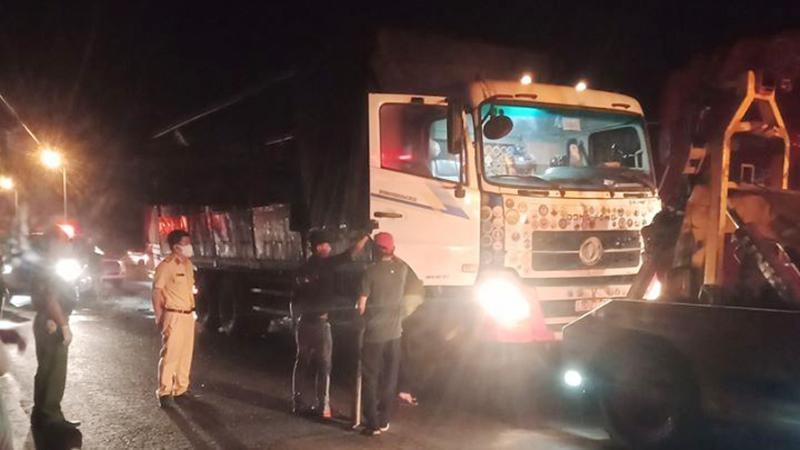 Vụ tai nạn này khiến 2 người trên chiếc xe tải phía sau tử vong trong cabin
