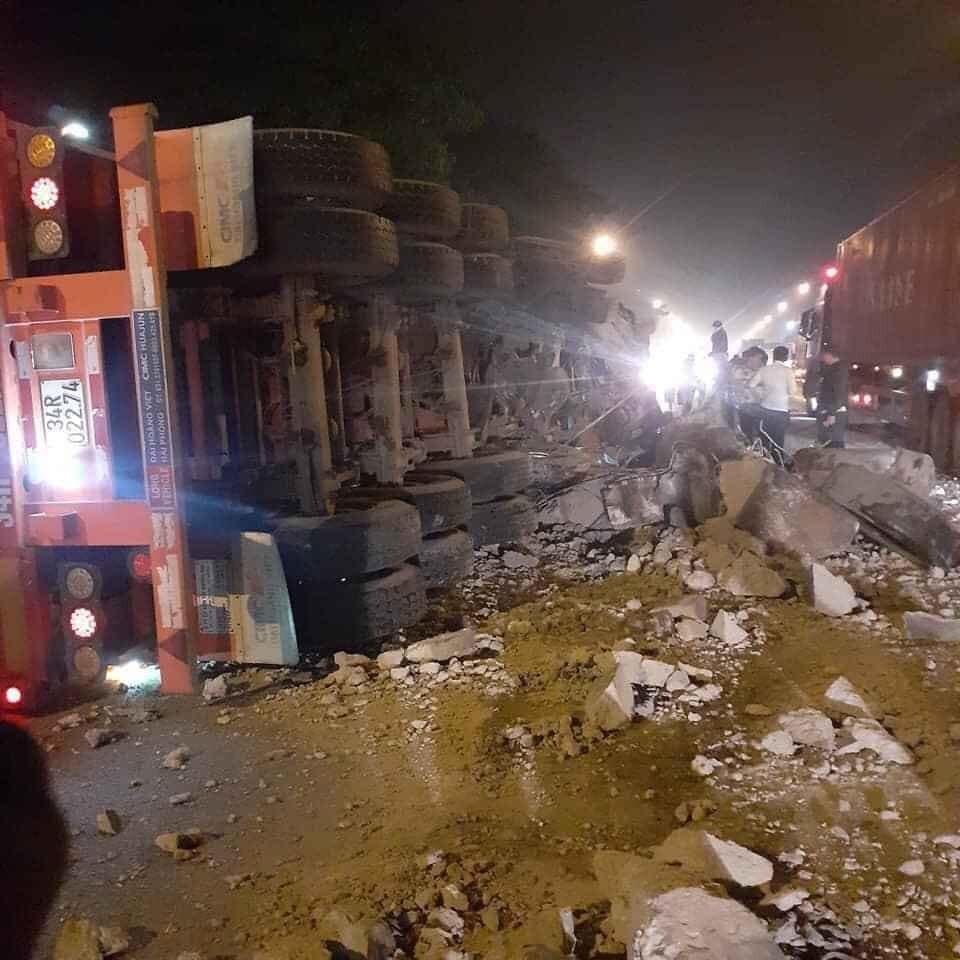 Hiện trường vụ tai nạn trên quốc lộ 1A