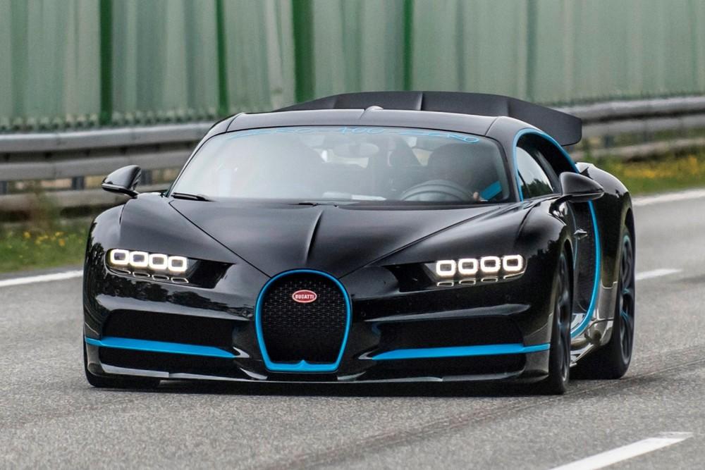 Để quay một chiếc Bugatti Chiron chạy ở tốc độ trên 400 km/h, chúng ta sẽ cần đến một chiếc Chiron khác