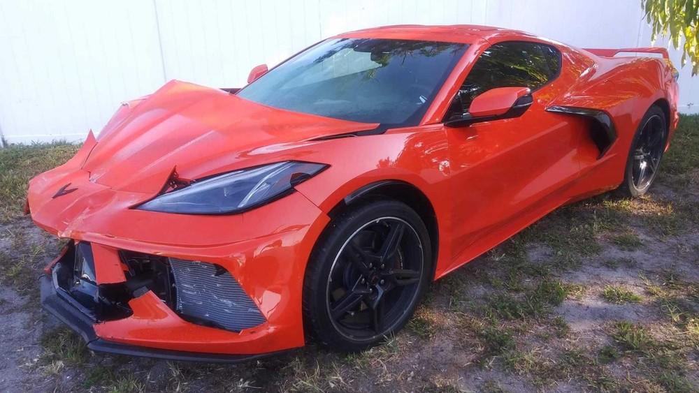 Chiếc Chevrolet Corvette C8 2020 mới bàn giao cho chủ được 26 giờ đồng hồ thì gặp nạn