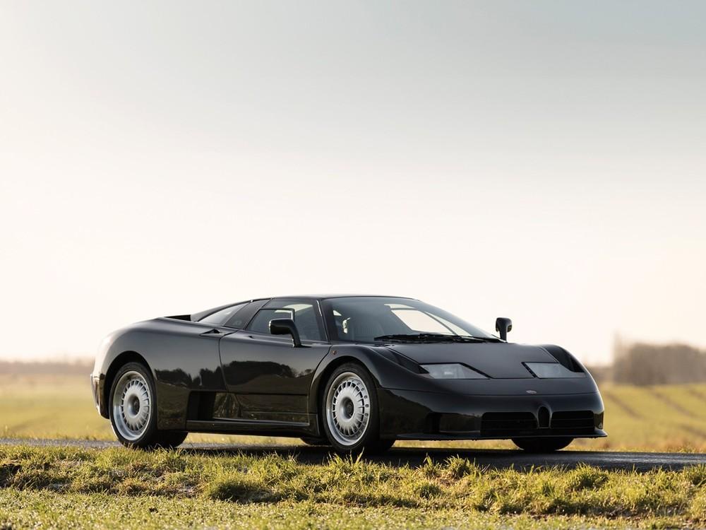 Ở thời điểm đó, Bugatti trang bị cho EB110 khối động cơ V12, dung tích 3.5 lít, đi cùng 4 bộ tăng áp và có thể đạt tốc độ tối đa lên đến 351 km/h. Có tổng cộng 128 chiếc EB 110 (96 chiếc EB 110 GT và 32 chiếc EB 110 SS) đã lăn bánh khỏi nhà máy tại Ý. Hai chiếc xe cuối cùng là Bugatti EB 110 phiên bản đua với sức mạnh 670 mã lực cũng đã lăn bánh ra khỏi nhà máy vào năm 1995.