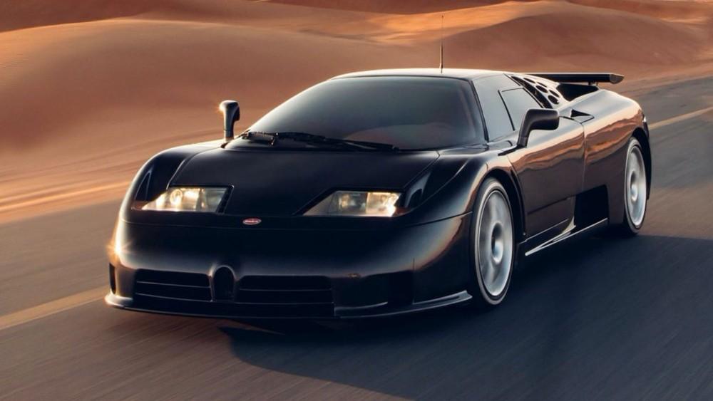 Nói về chiếc Bugatti đầu tiên ra đời đã cách đây 29 năm, cụ thể, vào tháng 9 năm 1991, chiếc Bugatti EB110 ra mắt với tên gọi EB là viết tắt của Ettore Bugatti, người sáng lập nên hãng xe Bugatti. Con số 110, đánh dấu sinh nhật lần thứ 110 của ông tại thời điểm xe ra mắt.