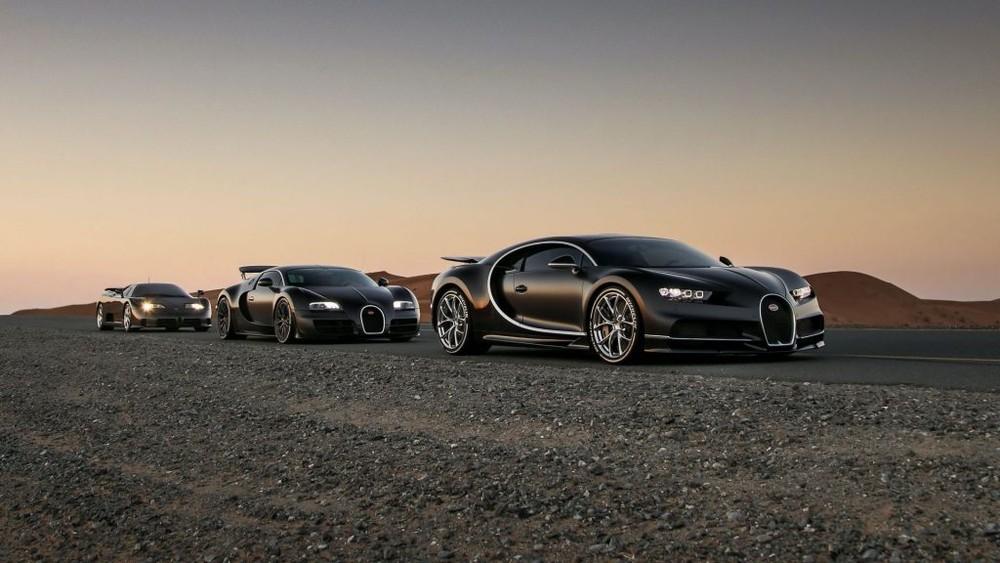 Trong vòng đời sản xuất siêu xe của mình, Bugatti đã tạo ra những tuyệt phẩm mà khiến các đối thủ phải chạy theo để phá vỡ các kỷ lục tốc độ. Tổng cộng có 3 phiên bản của dòng xe Bugatti được nhiều người nhắc đến nhiều nhất đó chính là EB110, Veyron và Chiron.