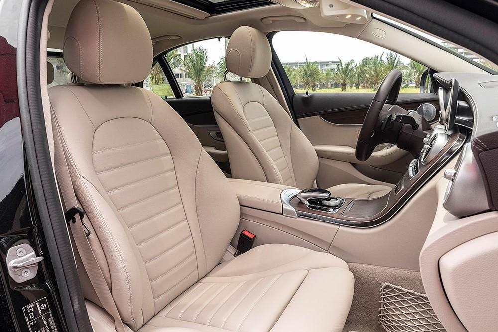 Ghế ngồi xe Mercedes-Benz C200 Exclusive