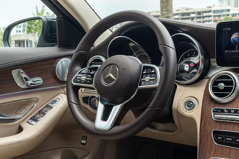 Vô lăng xe Mercedes-Benz C200 Exclusive