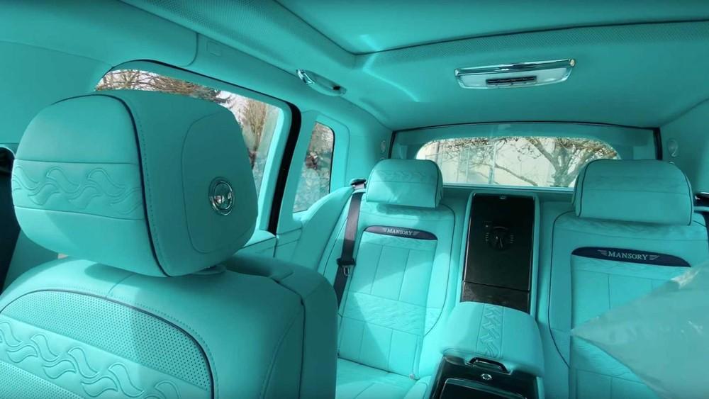 Nội thất của chiếc Rolls-Royce Cullinan độ bởi Mansory