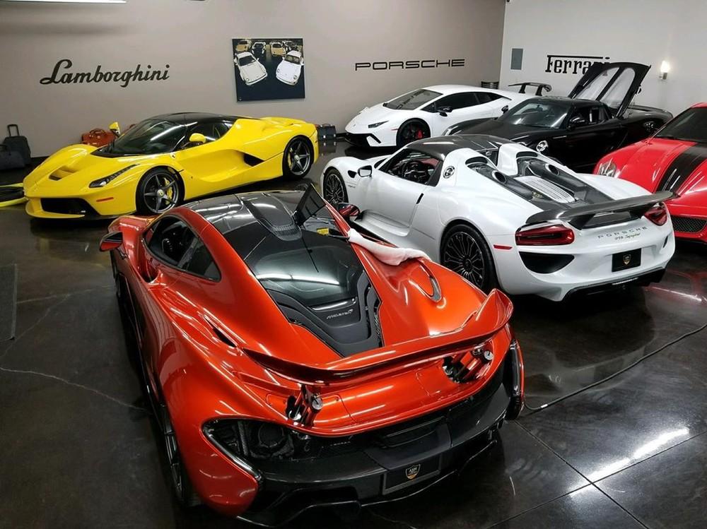 Bộ sưu tập siêu xe của mạnh thường quân bán ô tô để ủng hộ các gia đình bị ảnh hưởng bởi dịch Covid-19