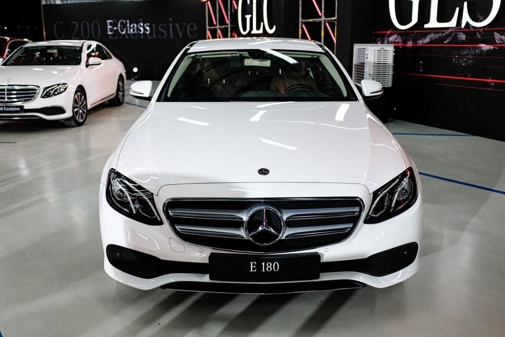 Đầu xe Mercedes-Benz E 180 2020