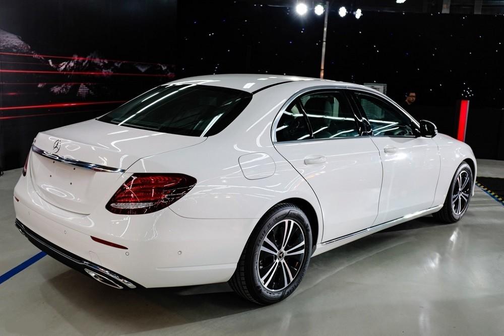 Đuôi xe Mercedes-Benz E 180 2020