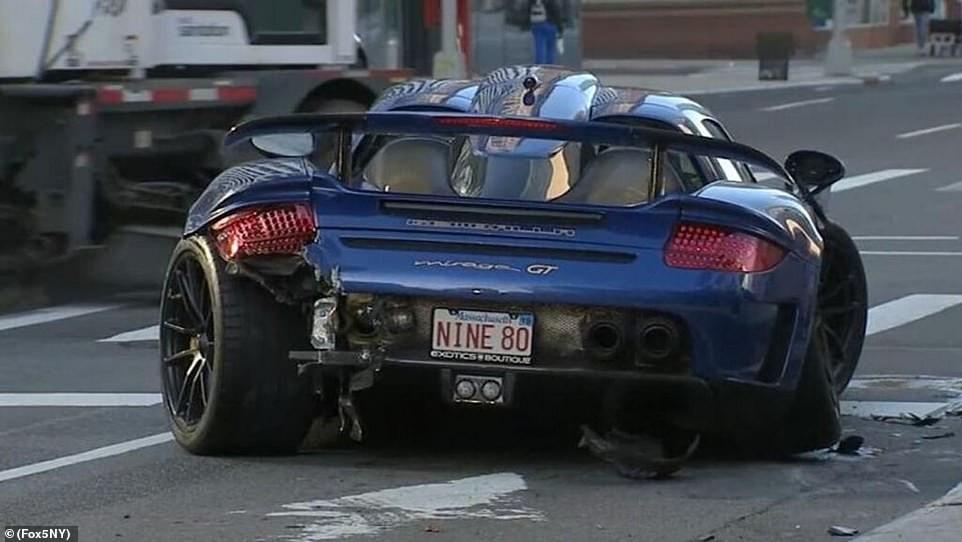Chiếc siêu xe Gemballa Mirage GT bị hư hỏng nặng sau vụ tai nạn liên hoàn