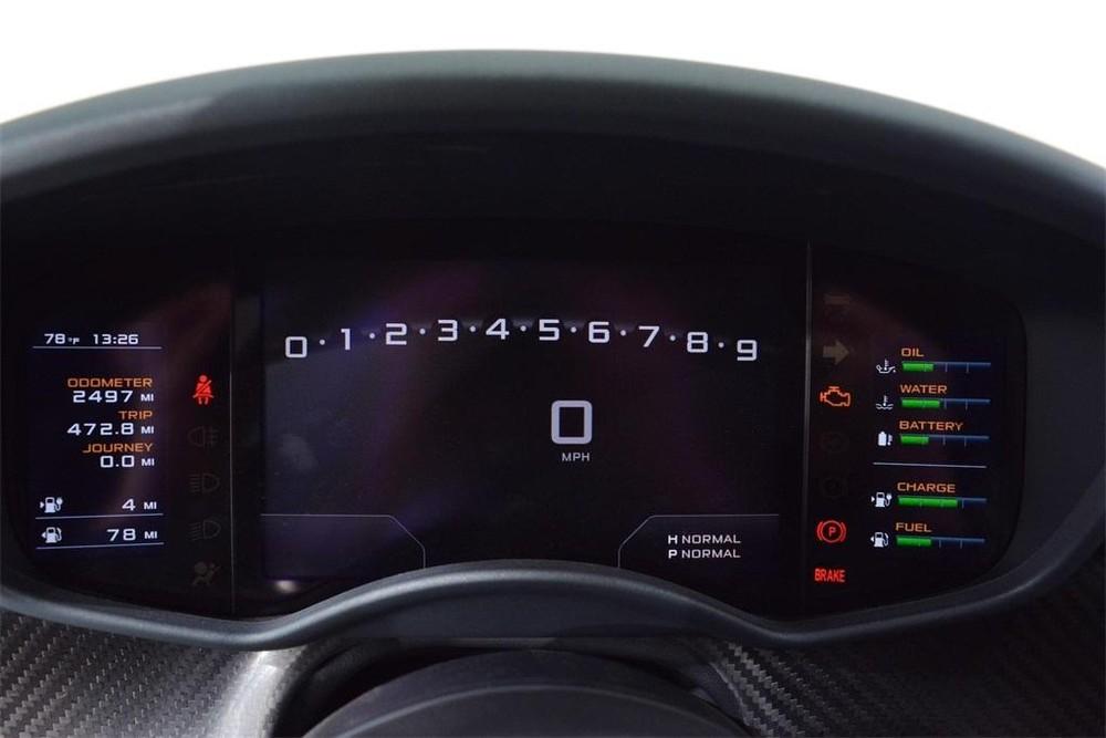 Chiếc siêu xe McLaren P1 màu xanh Fusion Green Pearl 3 này chỉ mới lăn bánh được quãng đường dài 2.497 miles, tương đương 4.018 km.