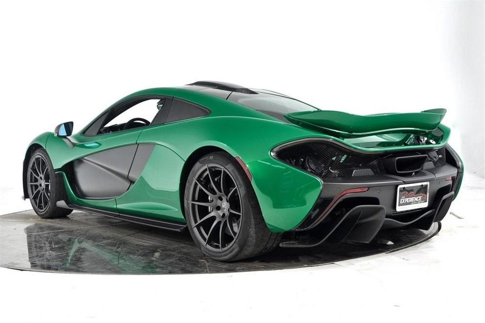 Chiếc siêu xe McLaren P1 màu xanh Fusion Green Pearl 3 được chào bán với mức giá 1,09 triệu đô la, tương đương 25,66 tỷ đồng.