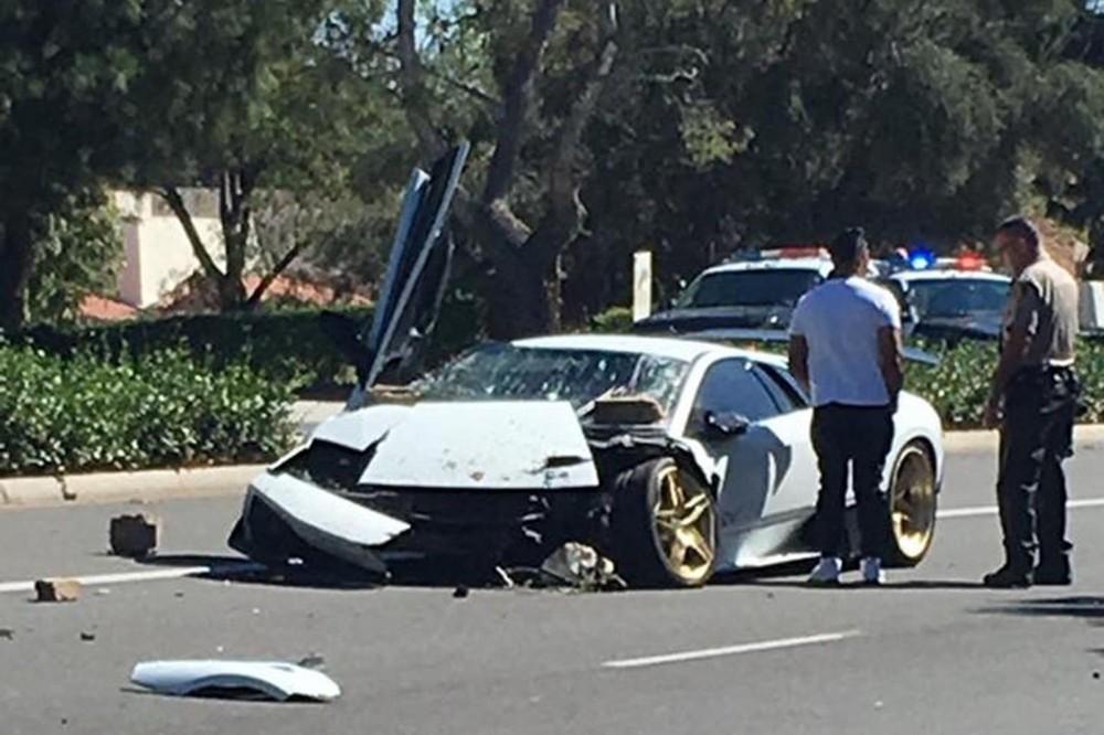 Chiếc siêu xe Lamborghini Murciélago LP670-4 SV hỏng nặng sau tai nạn