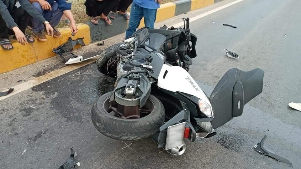 Chiếc xe ga Yamaha TMax 530 tại hiện trường vụ tai nạn