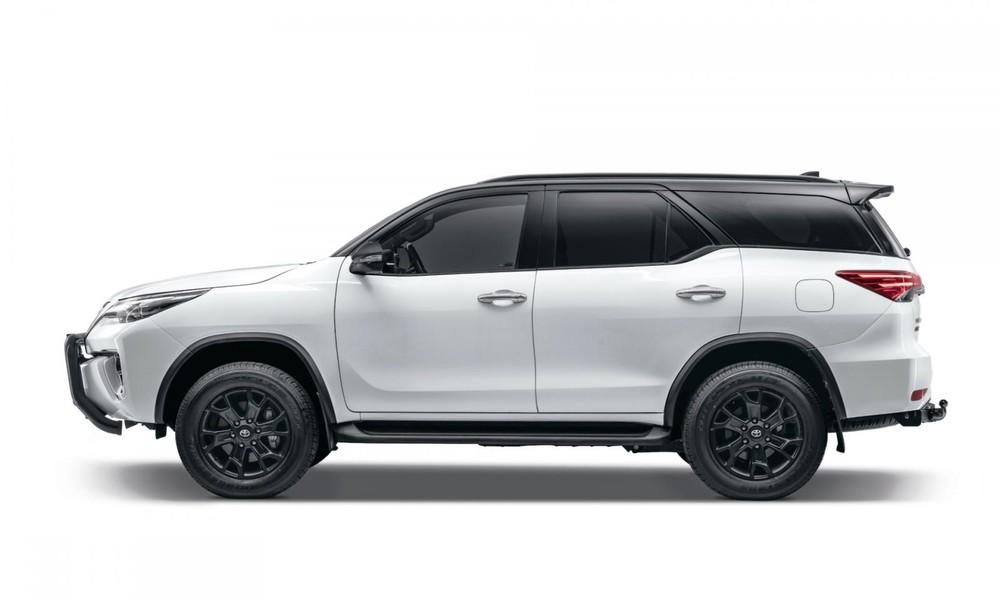 Toyota Fortuner Epic Black