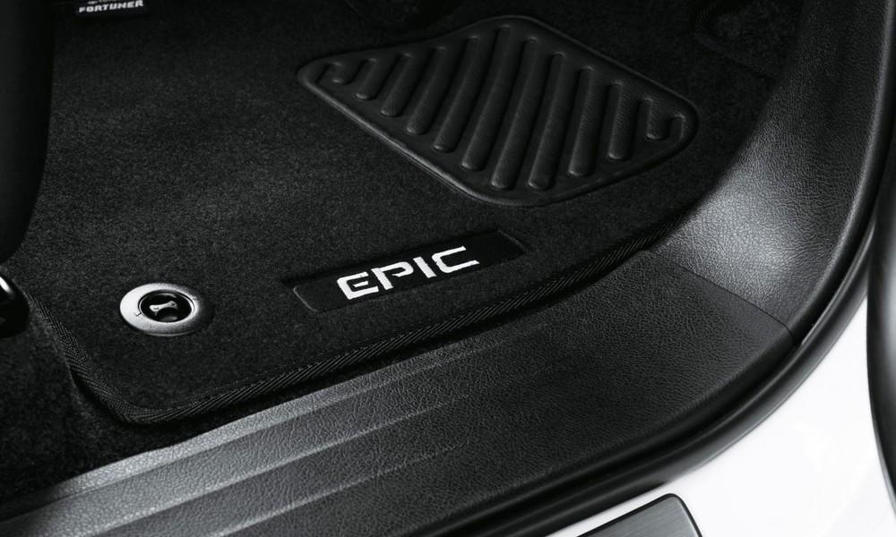 Thảm sàn mang thương hiệu Epic của Toyota Fortuner phiên bản đặc biệt