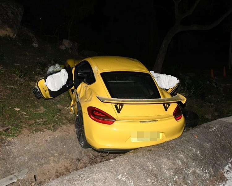 Chiếc Porsche Cayman hư hỏng khá nặng nề sau tai nạn