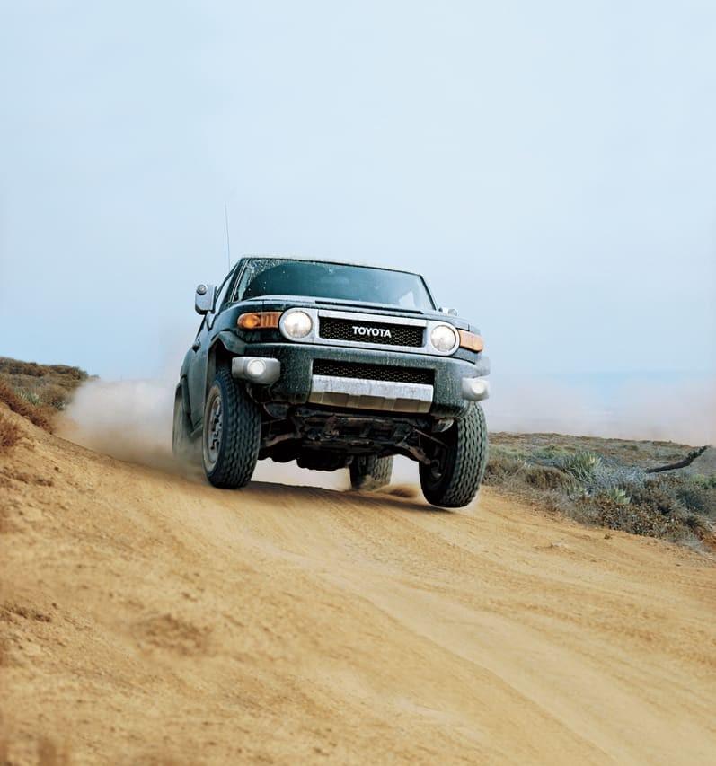 Toyota FJ Cruiser nổi tiếng là mẫu SUV có khả năng vượt địa hình tốt
