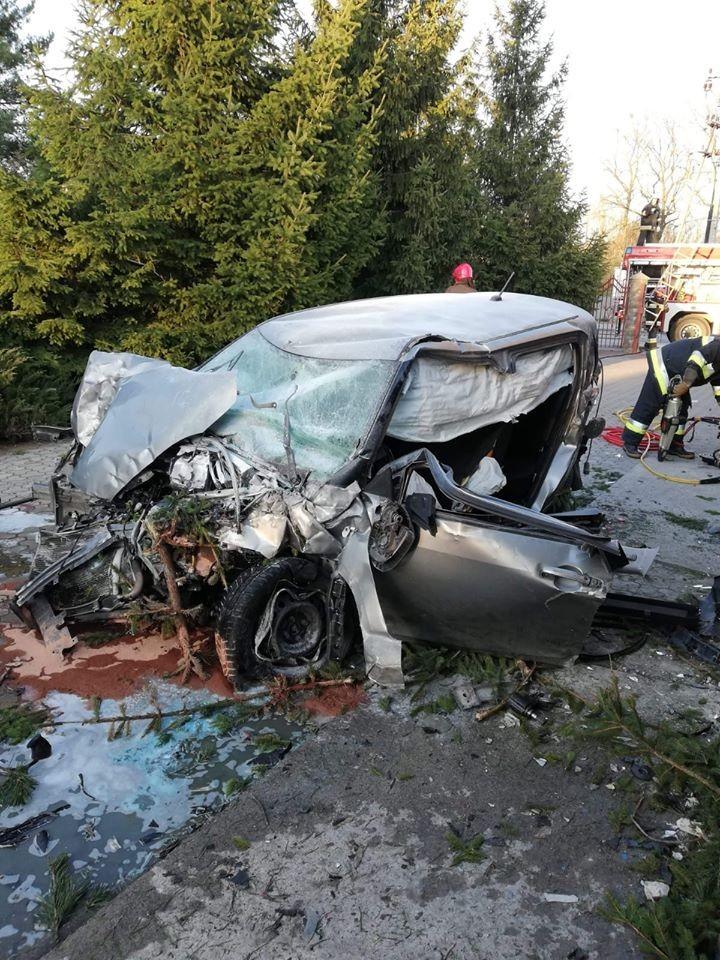 Chiếc Suzuki Swift bị hư hỏng nặng sau vụ tai nạn
