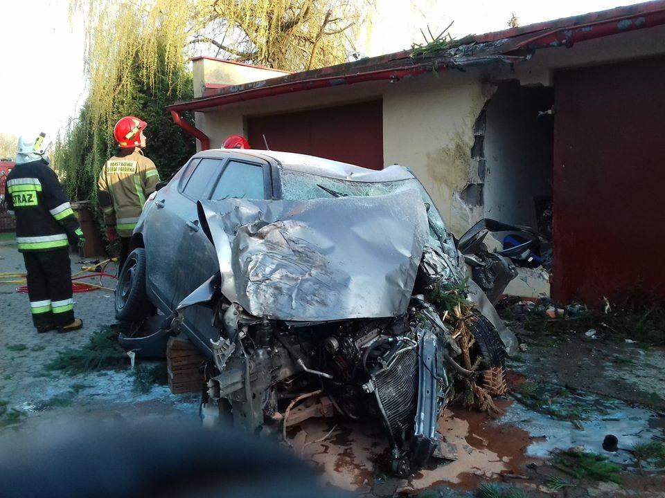 Chiếc Suzuki Swift còn tông thủng một bức tường