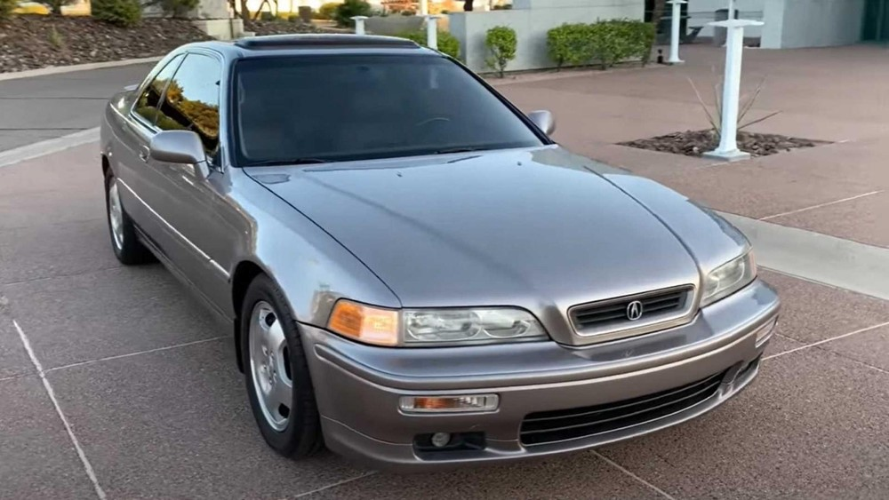 The front of the 1994 Acura Legend LS went 921,751 km