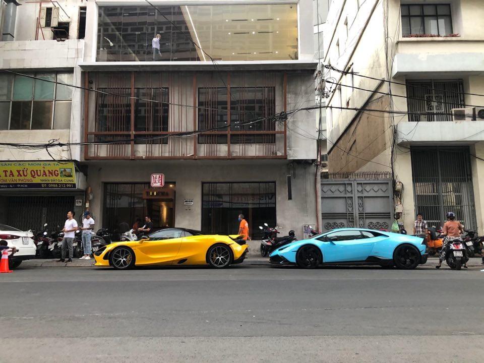 McLaren 720S Spider màu vàng cùng Lamborghini Huracan LP610-4 độ Mansory độc nhất Việt Nam trên đường phố Sài thành vào chiều ngày 15 tháng 4