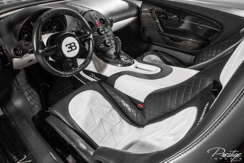 Cận cảnh bên trong khoang lái Bugatti Veyron Mansory Linea Vivere có hệ dẫn động cầu sau độc nhất vô nhị trên thế giới đang được chào bán 32,8 tỷ đồng.