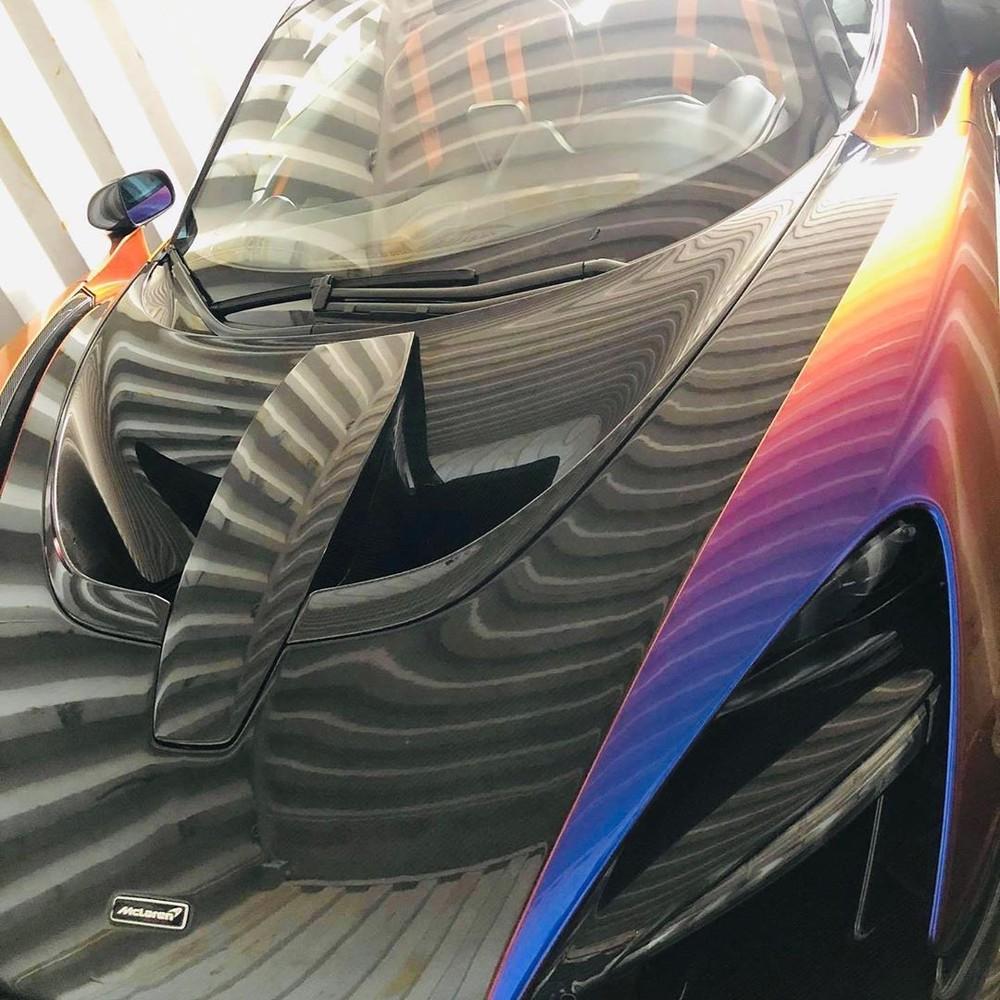 Hình ảnh khui công siêu xe McLaren Senna màu sơn ngọc trai Cerberus Pearl của doanh nhân quận 12