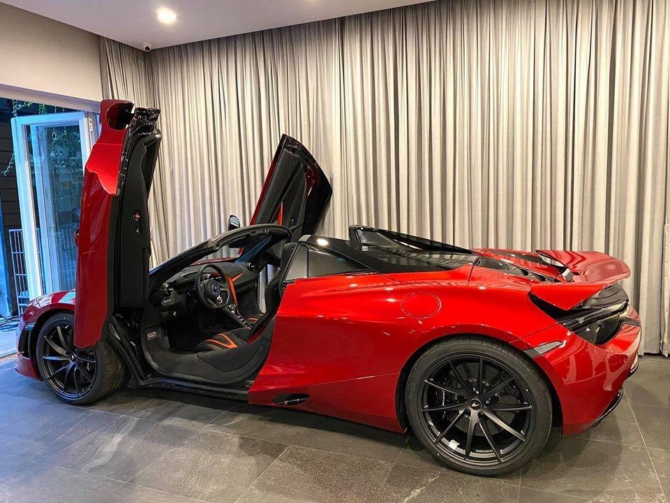 Chiếc xe này thuộc bản cao cấp nhất với hàng loạt chi tiết ốp carbon