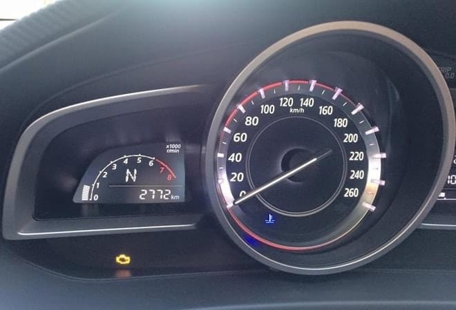 Lỗi hiển thị đèn báo động cơ hay còn được gọi là cá vàng trên xe Mazda3.