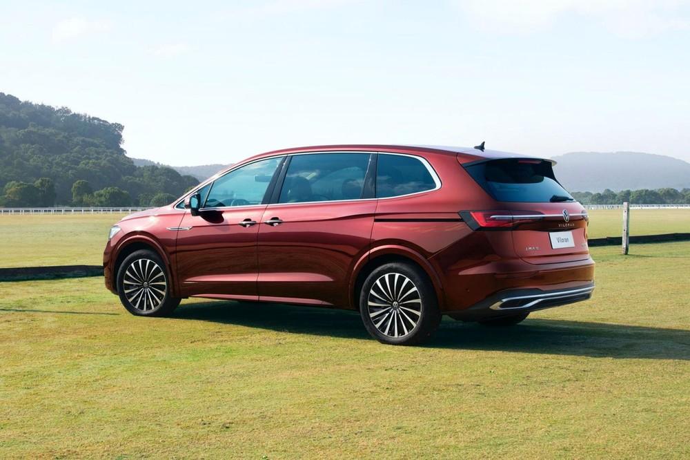 Volkswagen Viloran 2020 nhìn bên sườn