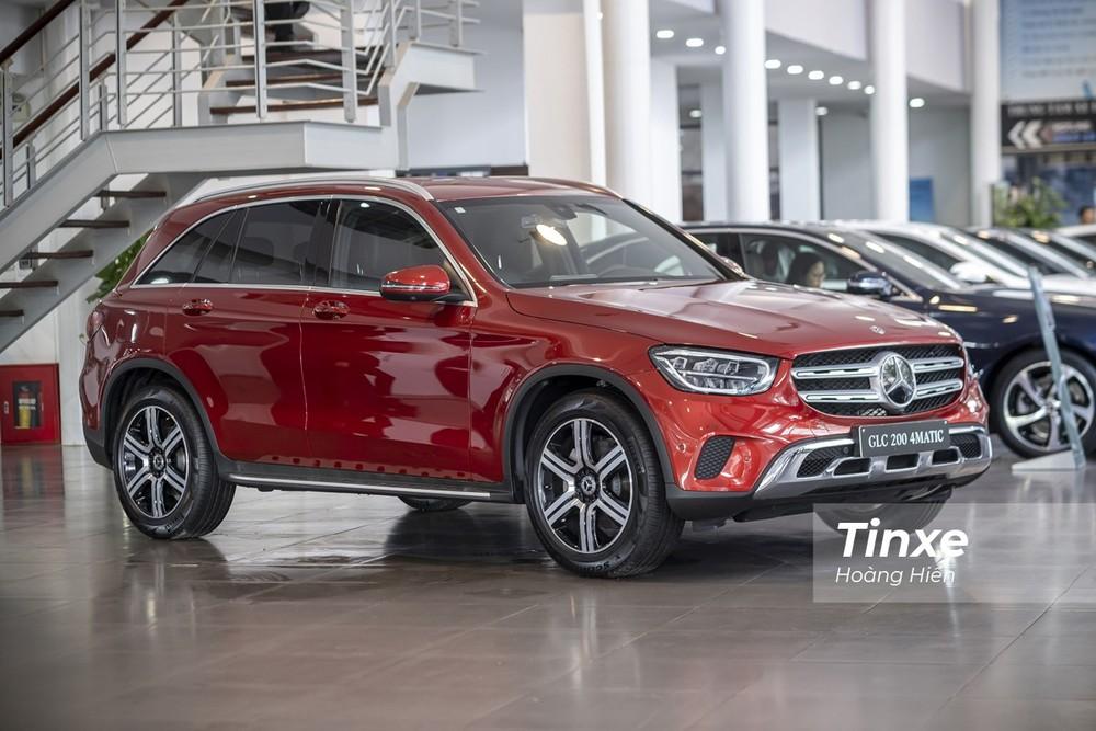 Là hãng xe sang duy nhất lắp ráp ô tô tại Việt Nam, các sản phẩm của Mercedes-Benz có cơ hội giảm giá lăn bánh tới cả trăm triệu đồng
