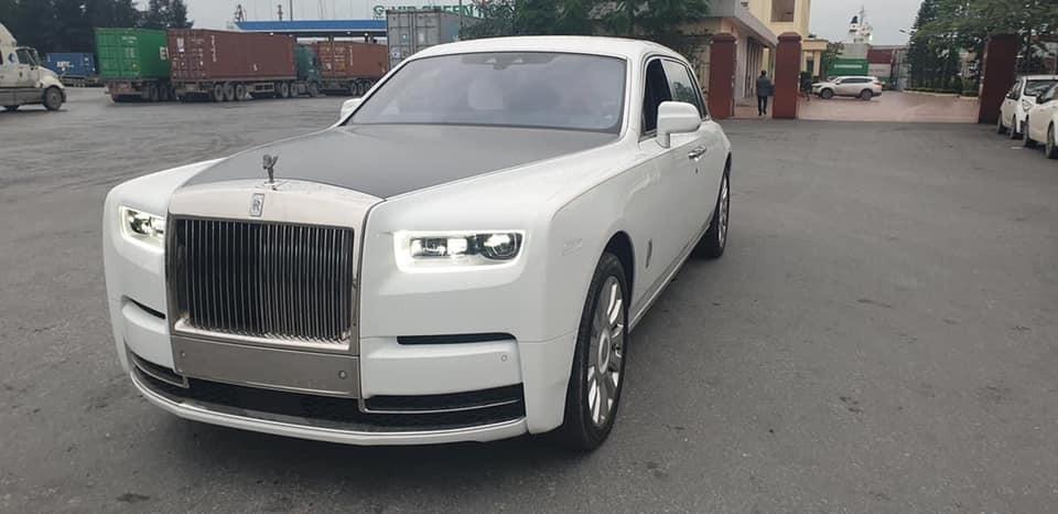 Hình ảnh chiếc xe siêu sang Rolls-Royce Phantom thế hệ thứ 8 mới về Việt Nam